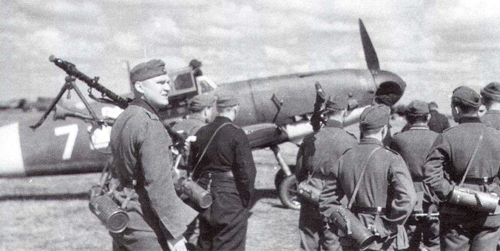 Romanian Air Force-1-bf-109g2-rraf-7fg-white-7-rumanian-af-dnepropetrovsk-southern-russia-april-1943-01-jpg