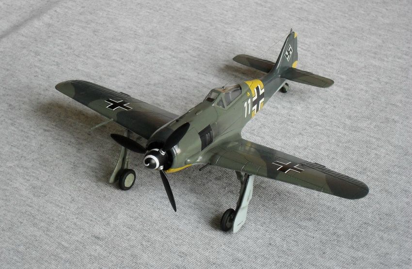 **** FINISHED: Academy 1/72 Fw 190A-4 of 1./JG 51, Russia, 1943, VVS/Eastern Front GB-302.jpg