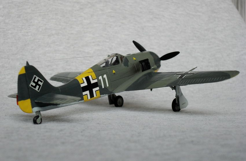 **** FINISHED: Academy 1/72 Fw 190A-4 of 1./JG 51, Russia, 1943, VVS/Eastern Front GB-309.jpg