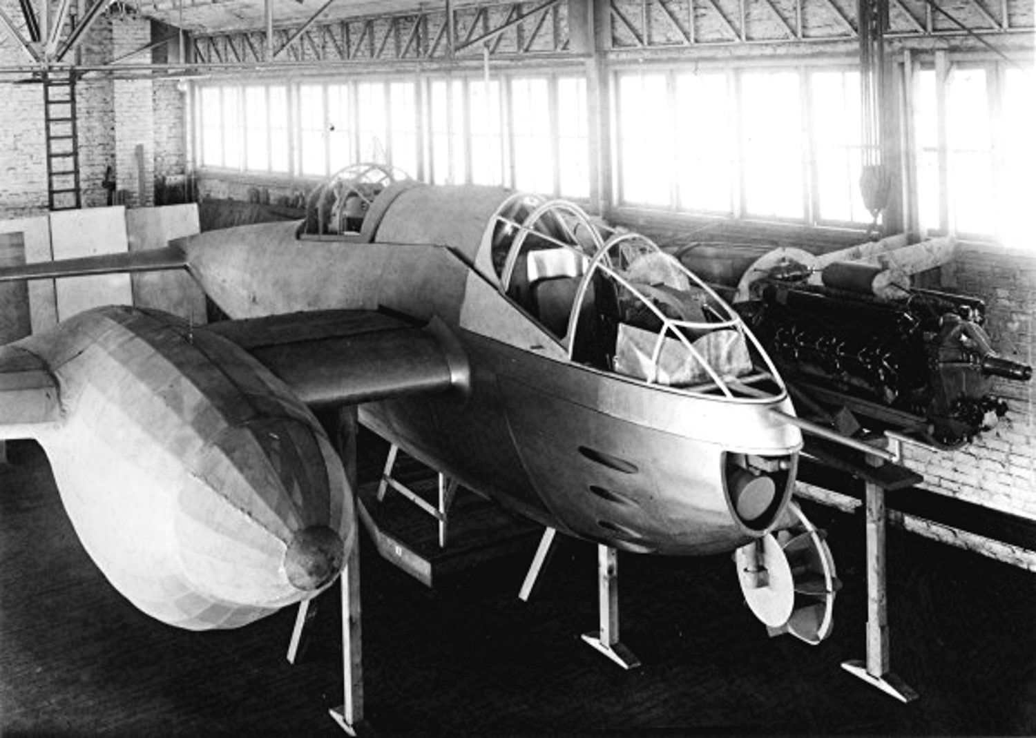 _-c-a-p-r-a-r40-twin-engined-fighter-jpg