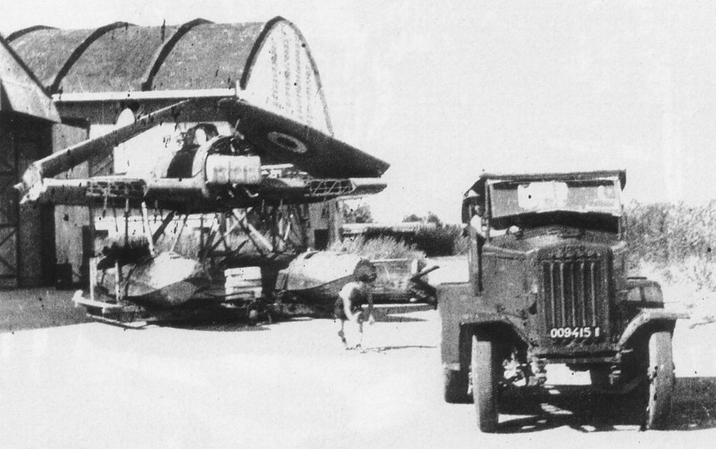 Tracteur de piste Aichi-e13a-jake-0012-jpg