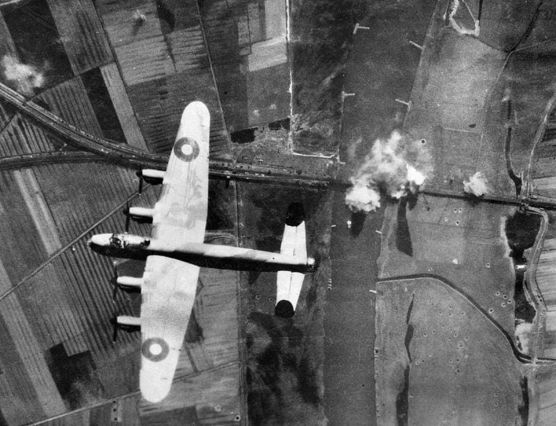 RAF Bomber Command Diary... Jan 1945......-atarburgen_lanc.jpg