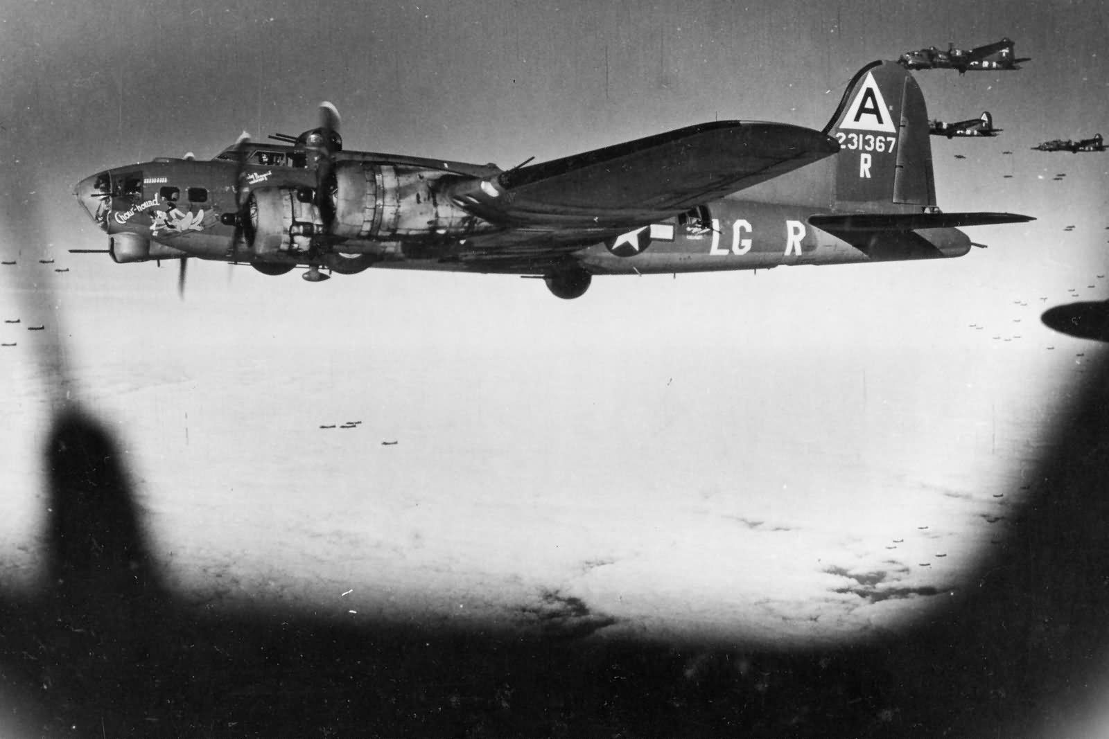 B-17G_42-31367_Chow_Hound_of_91st_Bomb_Group_over_Berlin_on_March_8_1944.jpg