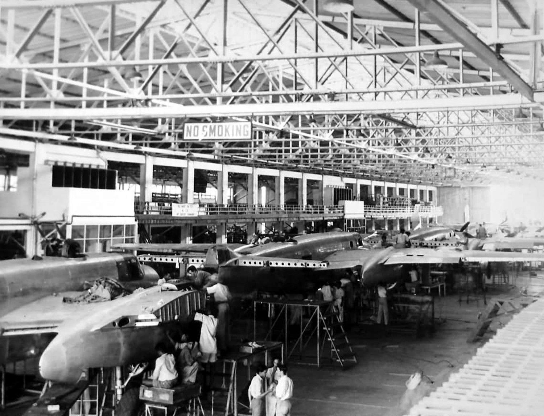 B-25_Mitchell_assembly_line.jpg