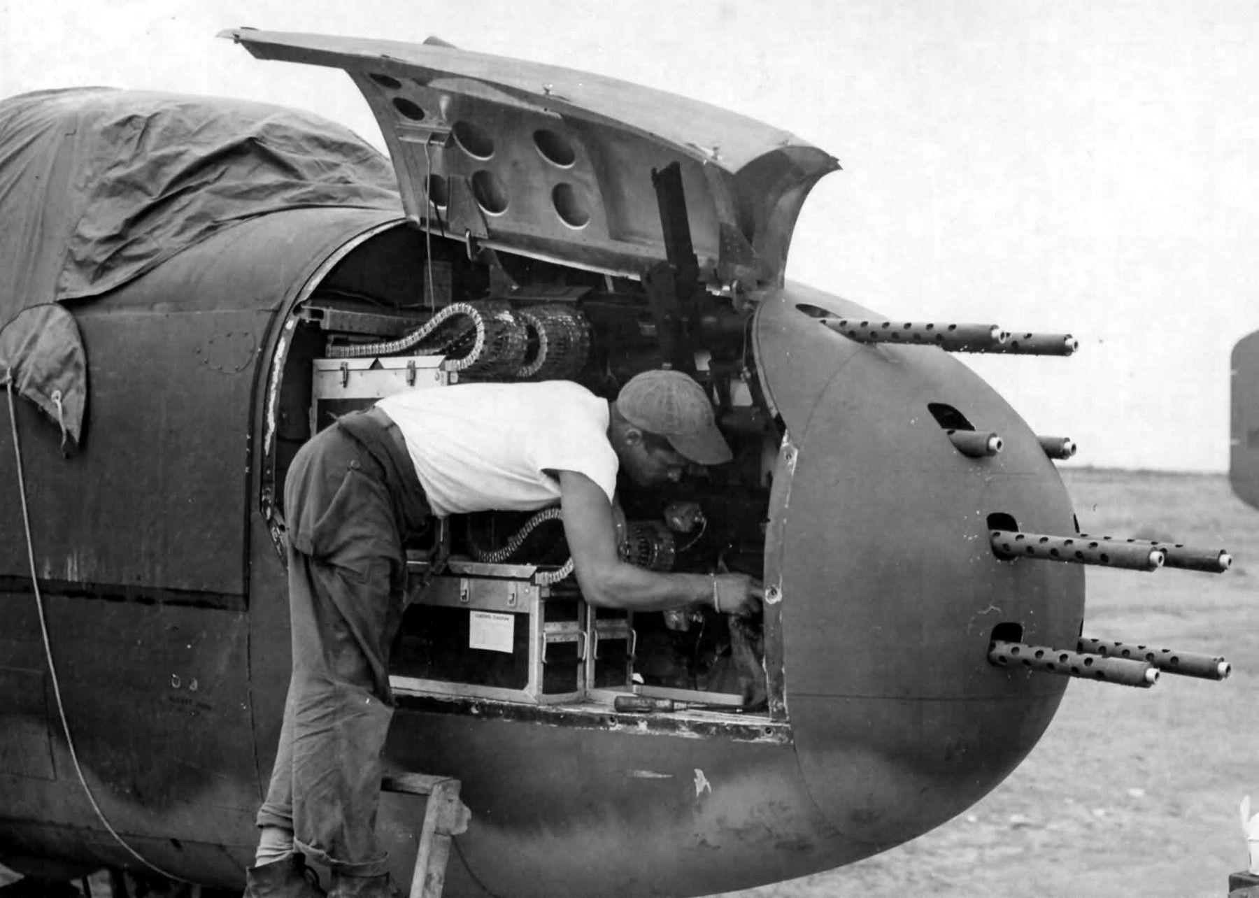 B-25J_Mitchell_Gunship_guns.jpg