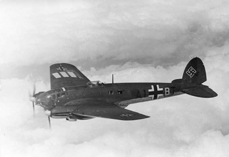 Bundesarchiv_Bild_101I-343-0694-21,_Belgien-Frankreich,_Flugzeug_Heinkel_He_111.jpg