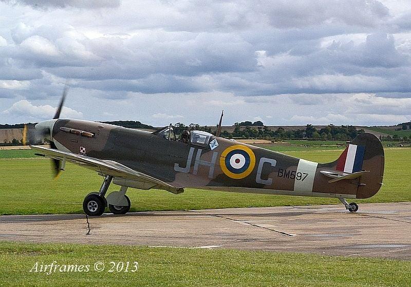 Spitfire Mk.1 painting..-duxford-sept-13-1084-jpg