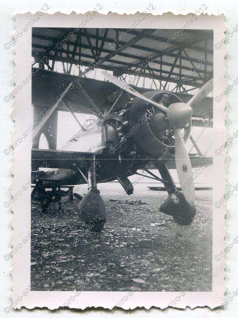 Fiat CR.42 Falco_06_bergium airforce beute_ Nivelles, Belgien.jpg