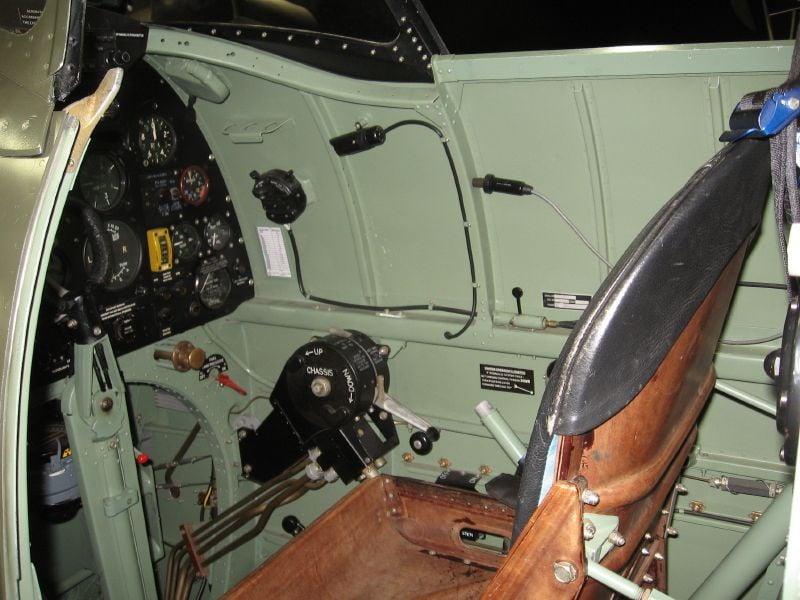 Spitfire Cockpit Colour-img_0091_13_1-jpg