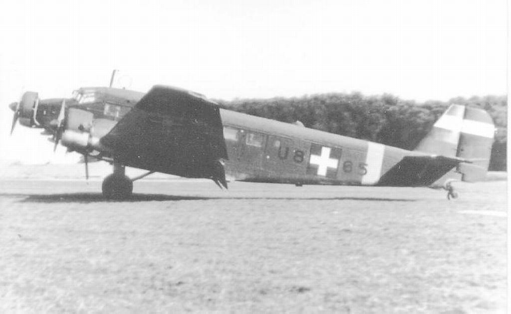 Hungarian Air Force-j52-u865.jpg