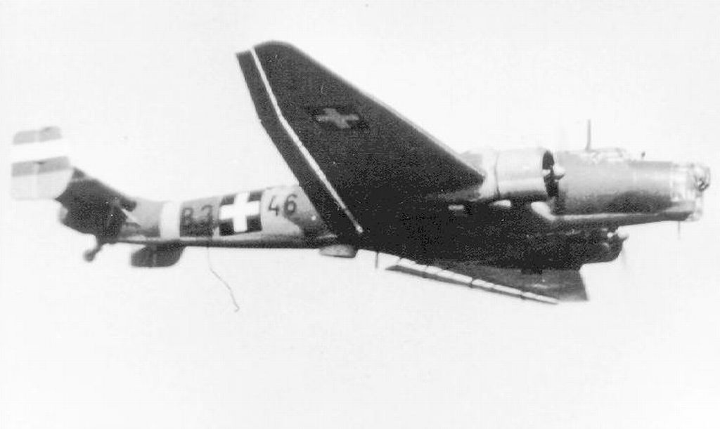 Hungarian Air Force-j86-b346-jpg