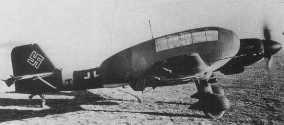 Unusual Luftwaffe Emblem and Stuka-ju87.jpg