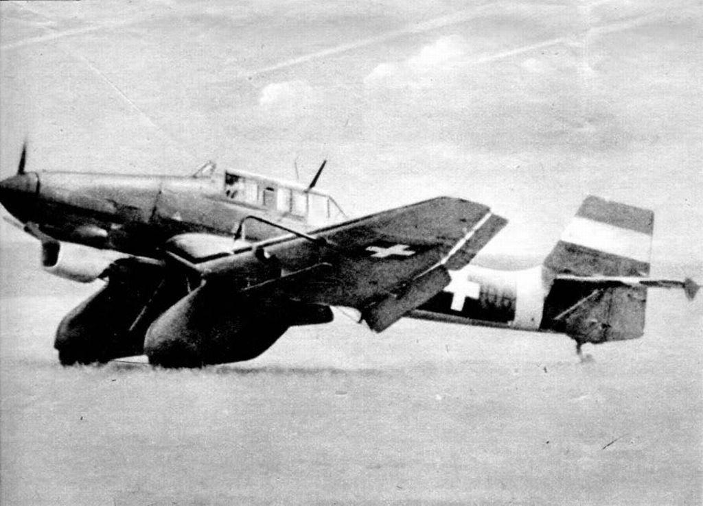 Hungarian Air Force-ju87k-4huaf-1.jpg