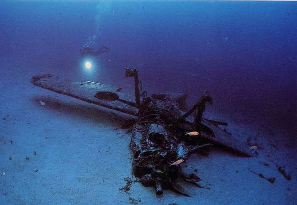 Shot Down Planes Underwater-me109_2_underwater_201-jpg