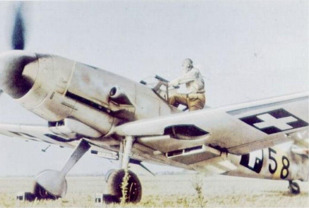 Hungarian Air Force-messerschmitt-bf-109-001.jpg