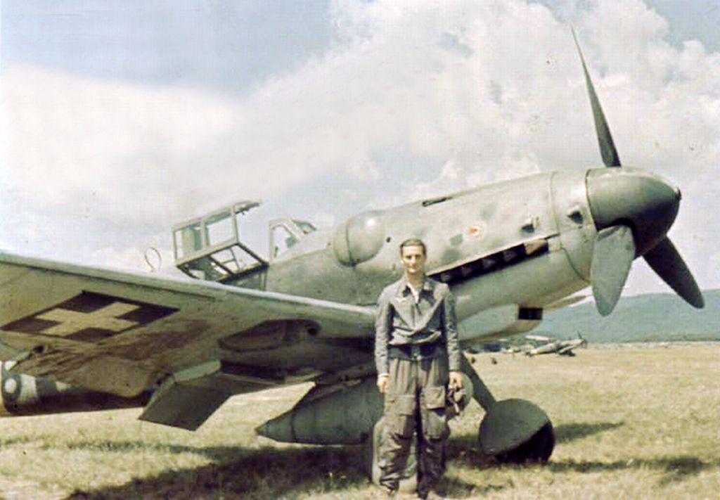 Hungarian Air Force-messerschmitt-bf-109-002.jpg