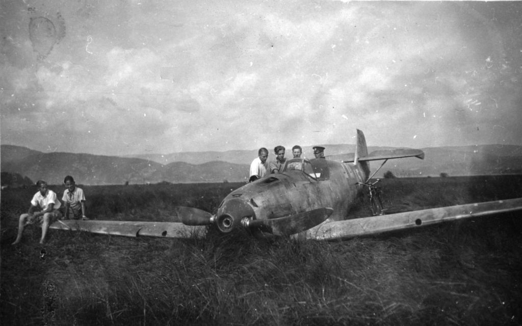 Accidents and losses-messerschmitt-bf-109d-1-wnr-2674-emergency-landed-ulefoss-norway-1940-001-jpg