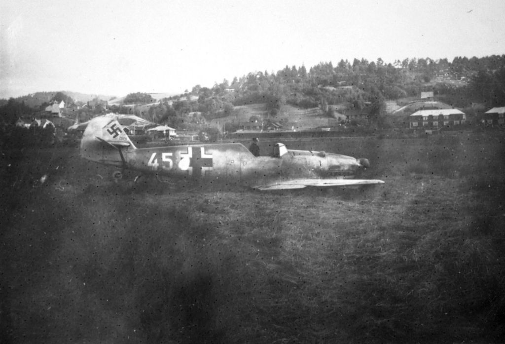 Accidents and losses-messerschmitt-bf-109d-1-wnr-2674-emergency-landed-ulefoss-norway-1940-002-jpg
