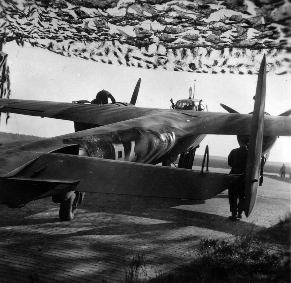 Night_fighter_Dornier_Do_17_Z_of_the_NJG_2_at_Gilze-Rijen_Holland_1940.jpg