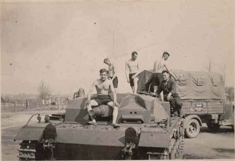 Stug III and Opel Blitz.-ost-2.jpg