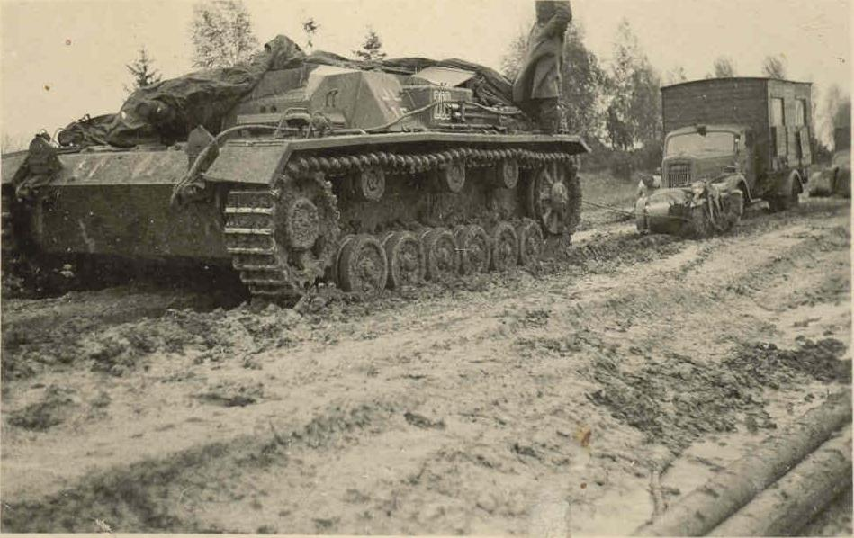 Stug III and Opel Blitz.-ost.jpg