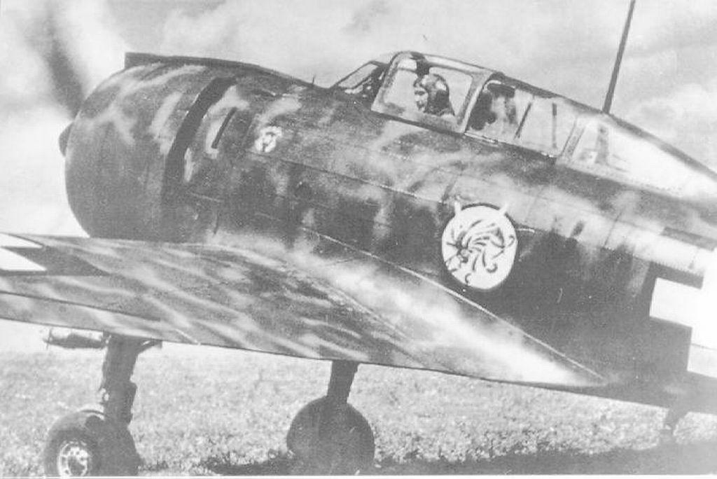 Hungarian Air Force-re2000hi-jpg