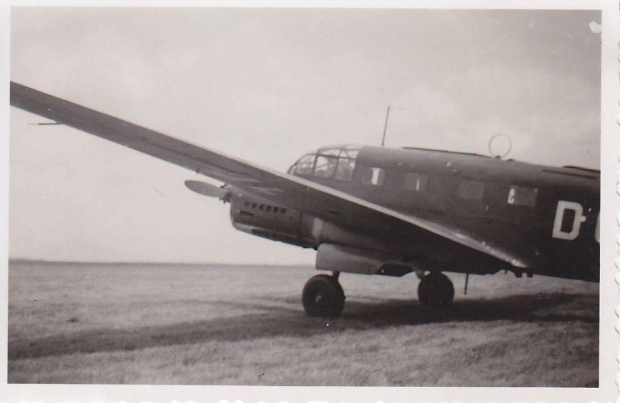 siebel Si204_09_Si 204 D der C 14 Prag-Gbell im Sommer1943 Innenraum.JPG