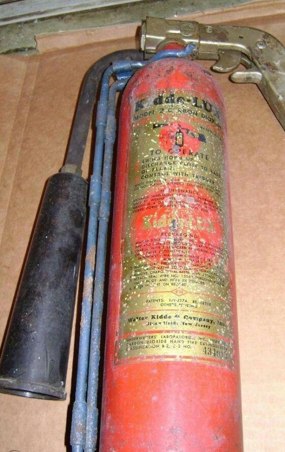ww2-bomber-type-c02-fire-extinguisher_1_f6c0002b336ead1d5fc4f52e3f29eb1d(1).jpg