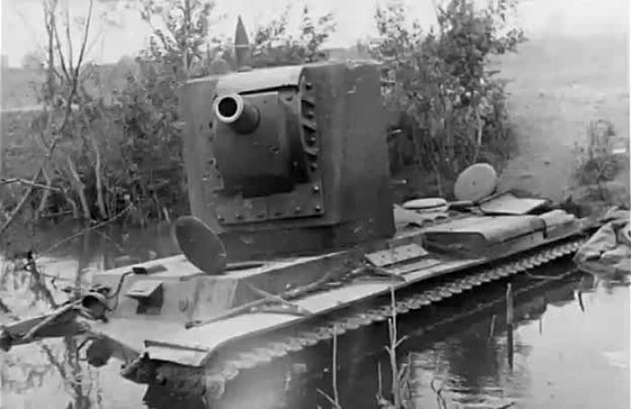 KV-2, an early production tank, 1941 (6) | Aircraft of World War II